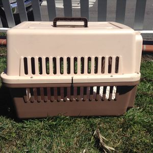 DOG KENNEL ... MED SIZE for Sale in San Diego, CA