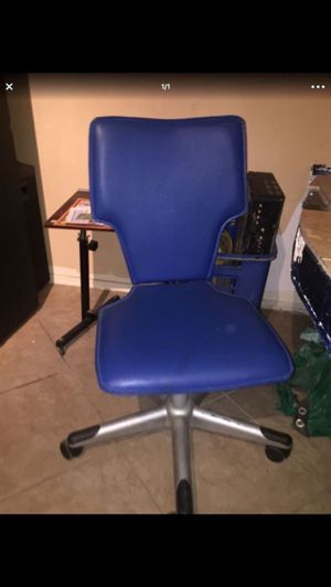 Space age computer desk chair $25.00 for Sale in Peoria, AZ