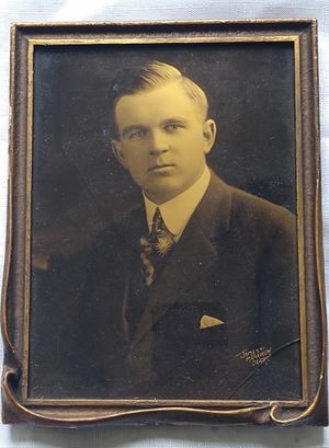 """An antique gold tone photograph by Seattle Photographery Company """"James and Merrihew Seattle"""" for Sale in Tacoma, WA"""