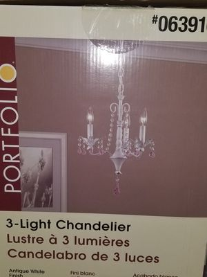 3 light Chandelier for Sale in Pembroke Pines, FL