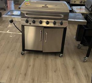 CHAR-BROIL 463244819 (5 BURNER) PROPANE BBQ WR P5 for Sale in Moreno Valley, CA