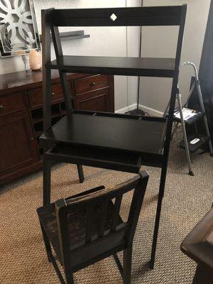 Desk & chair for Sale in Phoenix, AZ