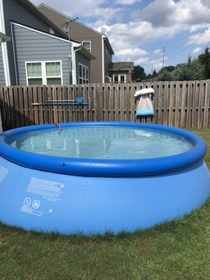 Intex 28167EH 13-Foot X 33-InchBlue Easy Set Pool for Sale in Greenville, SC