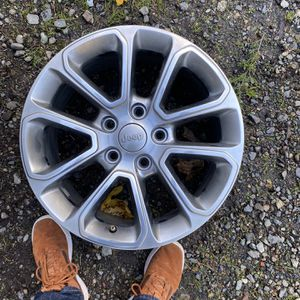 Jeep wheels, excellent condition for Sale in Lakewood, WA