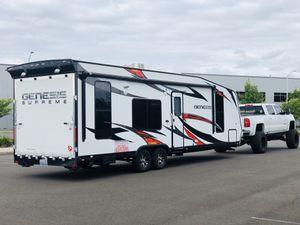 2015 Genesis Supreme 28CA toy hauler camper trailer for Sale in Vancouver, WA