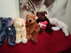 BEANIE BABIES CLASSIC LOT PLUS GET 3 FREE BEANIE BABIES WITH PURCHASE ERIN,VALINTINO ,CURLY for Sale in Stockton, CA
