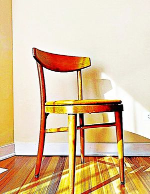 Wooden Shelby Williams Industries MCM chairs (4) with leather seat cushion. for Sale in Catonsville, MD