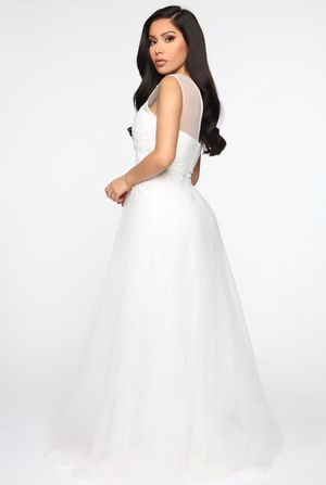 A Day Dream Crochet Gown- White ( Size Medium ) for Sale in Newportville, PA