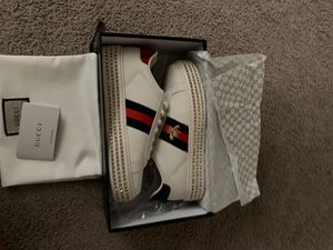 Gucci sneakers size 8 -women's NEVER WORN for Sale in Los Angeles, CA