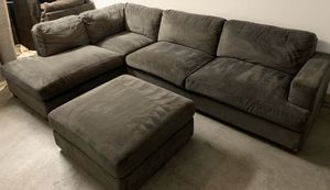 Gray Sectional W/Chase Lounge & Ottoman for Sale in Sun Lakes, AZ
