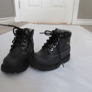Boys Toddler 5 Smart Fit Snow Boots for Sale in Huntington Beach, CA