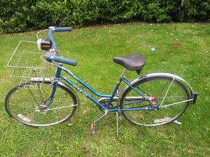 VINTAGE.1968 SCHWINN. 3- SPEED. COLLEGIATE. FEMALE BICYCLE for Sale in Tacoma, WA