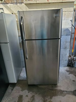 Frigidaire Refrigerator for Sale in Los Angeles, CA