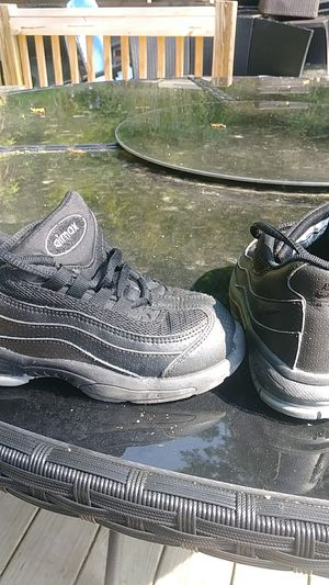 Nike Airmax Shoes, size 10C. Worn less than 5 times for Sale in UPPR Saint CLAIR, PA