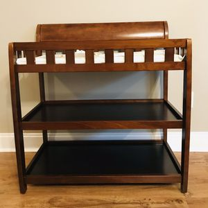 Delta Children Bentley Changing Table with Changing Pad for Sale in Albany, GA
