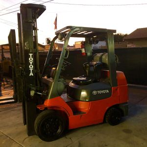 toyota forklift 7 series 5000 pound capacity 3 stage with side shift for Sale in Anaheim, CA
