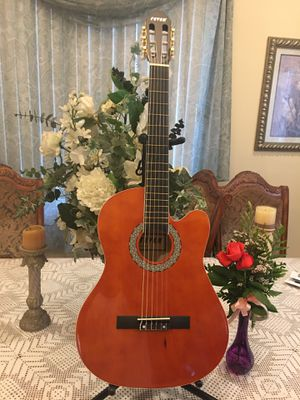 Fever classic acoustic guitar for Sale in Bell Gardens, CA