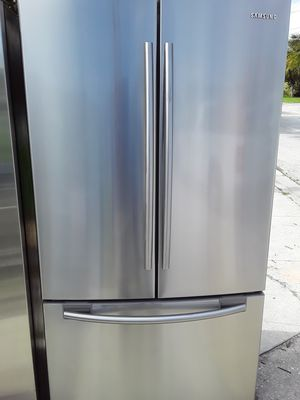 BEAUTIFUL SAMSUNG FRENCH DOOR STAINLESS STEEL REFRIGERATOR WITH RUNNING INSIDE DOOR AND ICEMAKER IN FREEZER for Sale in West Palm Beach, FL