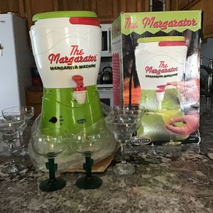 Nostalgia Margarita Machine with 4 Margarita glasses for Sale in Watertown, CT