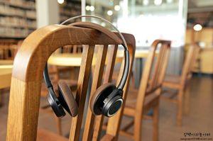 Plantronics BackBeat Sense wireless Headphones (Black/Espresso) 18hrs battery life, 330ft bluetooth range, Smart sensor (play/pause) for Sale in Seattle, WA