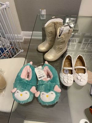 Girls size 7 shoes set of 3 for Sale in Wesley Chapel, FL