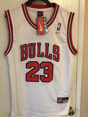 Michael Jordan #23 white Chicago bulls jersey for Sale in Los Angeles, CA