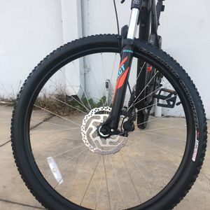 "SPECIALIZED MOUNTAIN BIKE SIZE WHEELS 29"" SIZE FRAME X-LARGE for Sale in Costa Mesa, CA"
