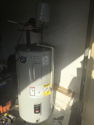 Bradford White 50gal hot water heater for Sale in Naples, FL