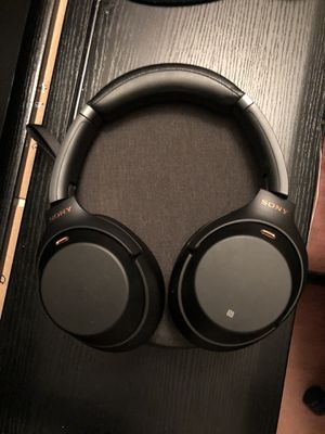 Sony WH-1000XM3 Bluetooth wireless noise canceling headphones for Sale in Vallejo, CA