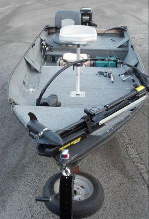 Older aluminum bass boat for Sale in Murfreesboro, TN