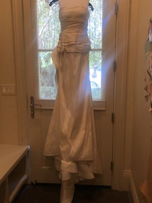 Beautiful Oscar de La Renta wedding dress ivory color size 8 ($7,400.00) make me a offer used for picture session need cleaning for Sale in Palo Alto, CA