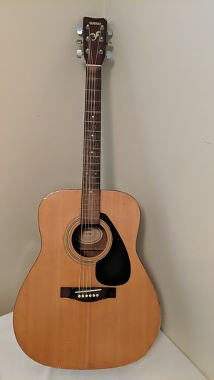 Yamaha f310 acoustic guitar for Sale in Carmichael, CA