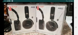 2 akg wireless headphones and 2 gear vr with controller for Sale in Whittier, CA