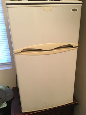 Frigidaire Mini Fridge With Freezer for Sale in Parma Heights, OH