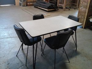 Vintage formica table and four chairs for Sale in Minneapolis, MN
