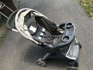 Graco convertible car-seat/stroller for Sale in Martinsburg, WV