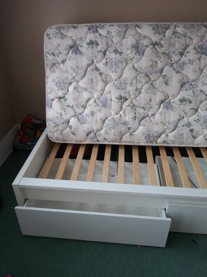 Twin Bed Frame with or without mattress for Sale in VLG OF LAKEWD, IL