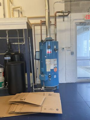 100 gallon Gas hot water heater like new 9 months old. for Sale in Fort Myers Beach, FL
