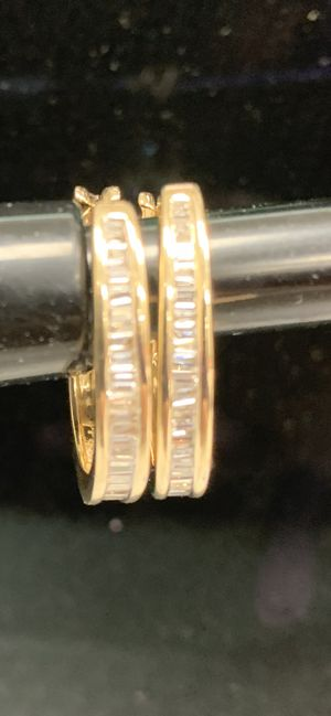 14 kt GOLD DIAMOND HOOP EARINGS for Sale in Midlothian, IL