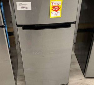 MAGIC CHEF HMDR450SE TOP FREEZER REFRIGERATOR U for Sale in Houston, TX