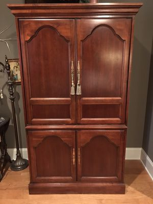 TV ARMOIRE ENTERTAINMENT CENTER for Sale in New Iberia, LA