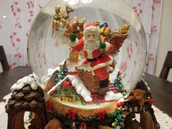 Santa Decor/Decoration Musical Snow Globe On Rotating Base