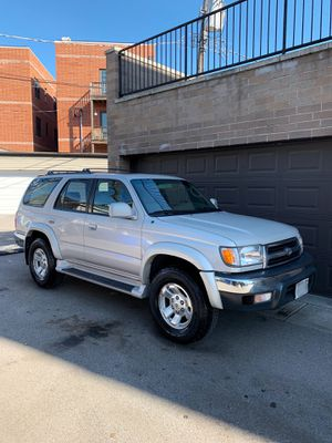 Toyota 4runner 2000 for Sale in Chicago, IL