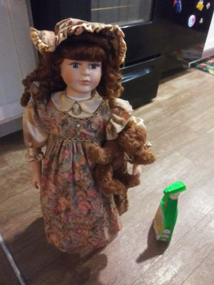 Collectors choice. By dandee 28 inch victorian porcelain doll for Sale in Baton Rouge, LA