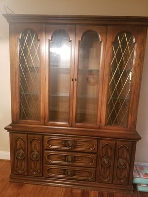 Antique china cabinet for Sale in UPR MARLBORO, MD