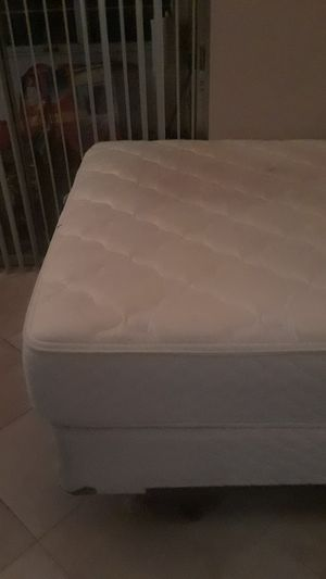 Queen sized pillowtop mattress for Sale in Fort Lauderdale, FL