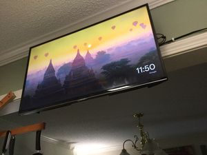 """Samsung 32"""" smart led tv w wall mount for Sale in Raleigh, NC"""