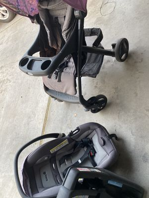 Car seat with stroller for Sale in Laveen Village, AZ
