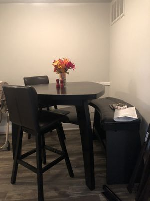 Breakfast table/ dinning room table for Sale in Houston, TX
