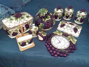 Grape kitchen set for Sale in Lake Wales, FL